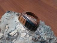 перстень из ценных пород дерева Перстень ручной работы, основа : сатиновое азиатское дерево , вставка лунный эбен. Сатиновое дерево  (Satinholz, Atlas, Ачинск - Бижутерия
