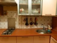 собственник сдает комнату на длительный срок ЖЕНЩИНЕ, можно 2м, ПОСЛЕ РЕМОНТА на высоком первом этаже, окно выходит во тихий двор, в чистой уютной 3 к, Екатеринбург - Снять жилье