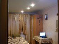 Продам комнату Комната после ремонта. Пол ламинат, натяжной двухуровневый потолок. Стеклопакет. Окно выходит на тихий двор. Кухня 6 метров. Сан узел р, Гатчина - Комнаты