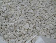 Каменск-Уральский: Мраморная крошка, серпентинит, мука доломитовая Компания МинералПром производит и реализует:  -Змеевик 5-10, 10-20 мм.   - Мраморный щебень белый, сер