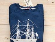 Москва: Свитшот Sails Blue Производитель: Captains mate  Cвитшот унисекс синего цвета с изображением парусника.   Классический крой, рукав реглан, манжеты и