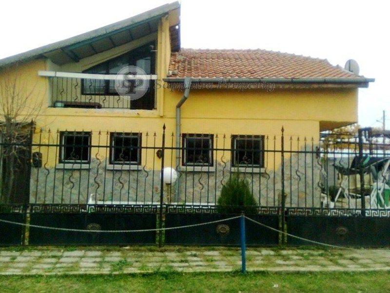 Дом в Гераклион в деревне недалеко от моря
