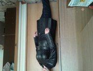 Нижнекамск: женский кожаный плащ продам женский, стильный, кожаный плащ, черного цвета. Кожа очень хорошая, мягкая. Отрезной в талии, с поясом. Размер 46-48. Длин