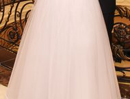 Продам свадебное платье, Корсет украшен жемчуженками В Новом Уренгое  42-44р  6 слоев фатина, если одеть кольца, будет очень пышное. Я одевала без.   , Новый Уренгой - Свадебные платья