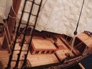 Санкт-Петербург: Макет корабля ручной работы, Голландская яхта 17 века Работа выполнена мастером международного класса, призёра чемпионата Европы по судомодельному спо
