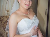 Тольятти: продам свадебное платье Продам платье р-р 42-44, в хорошем состоянии, цвет белый. Юбка пышная, корсет хорошо держит форму!